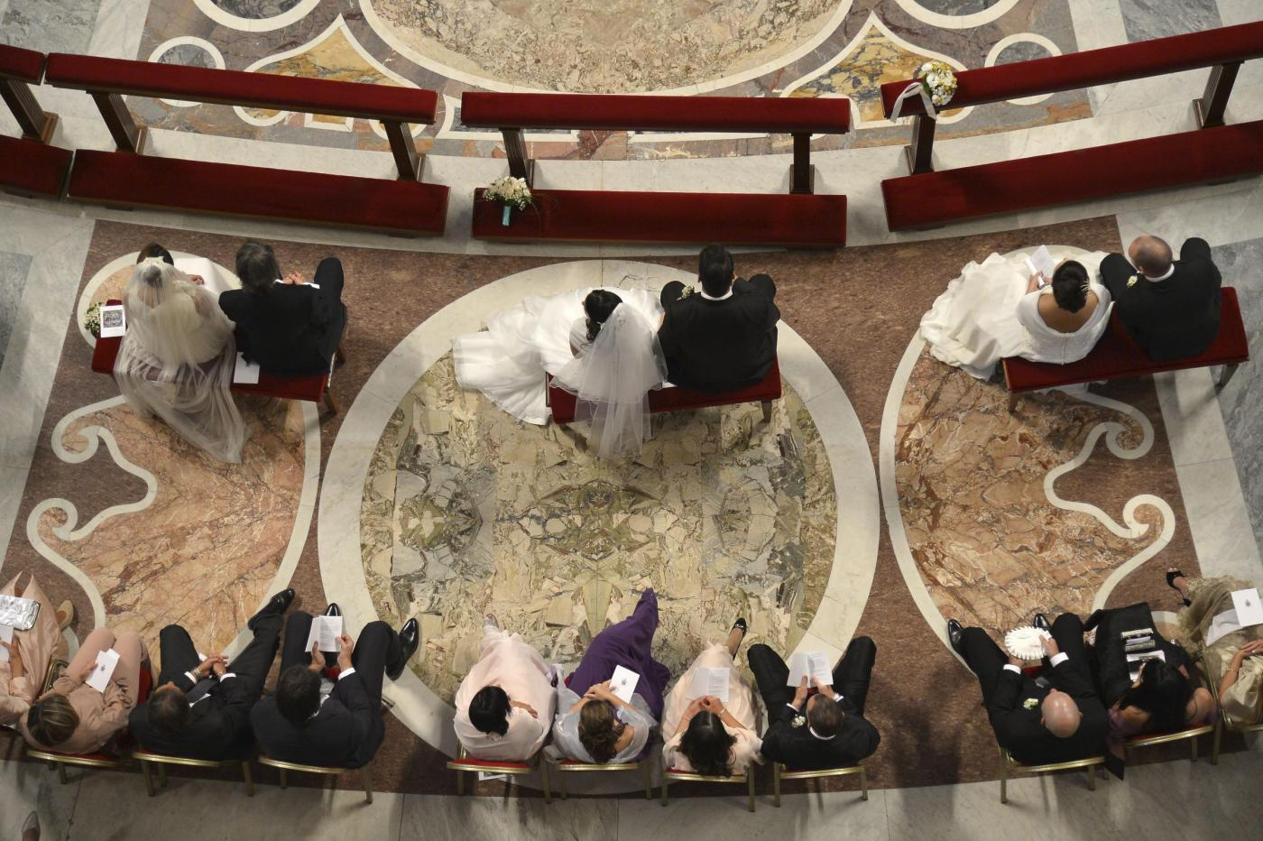 sposi-papa-francesco-matrimonio-san-pietro